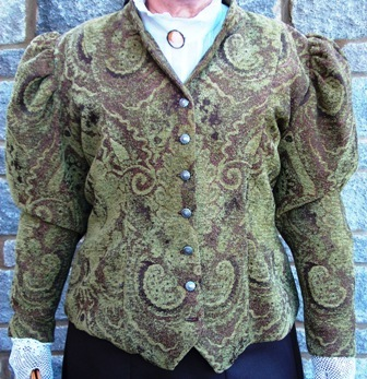 Ladies Jacket, has a complete Set / {Location}: Ladies Wear\\n\\n9/23/2011 1:23 PM